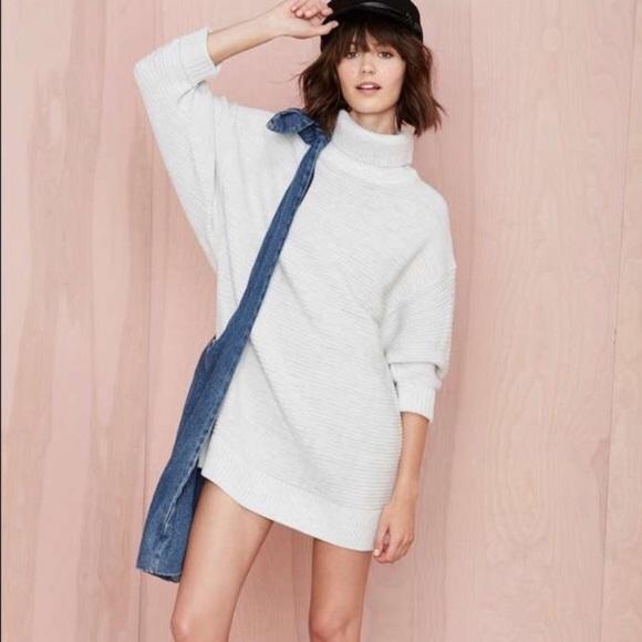 52d81a88229 Nasty Gal Turtleneck Sweater Dress Dolman Sleeve. M 5ad3e1e18290af463f040ff0